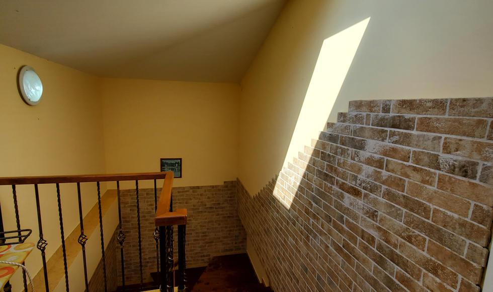 stairs & hall - 20200731_163719.jpg