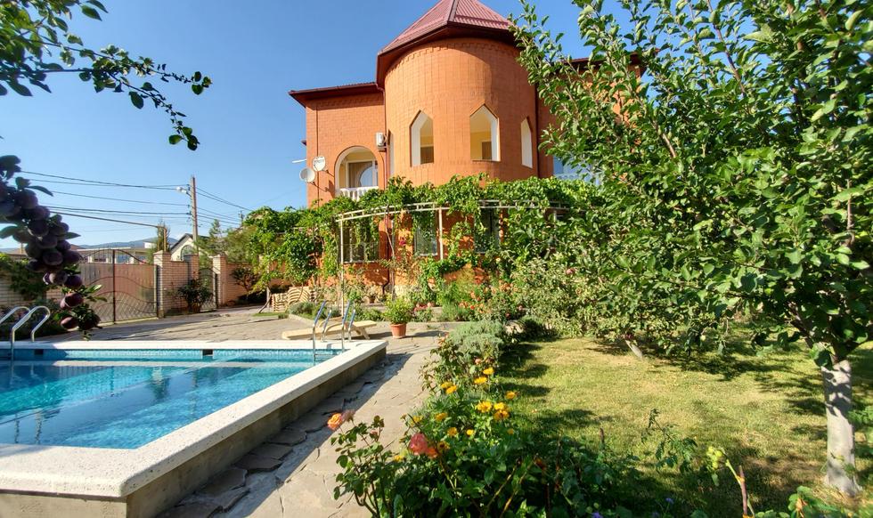 garden & pool - 20200731_165544.jpg