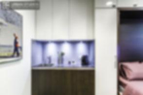 Kitchenette Leicht sur mesure entièrement équipée avec crédence composite