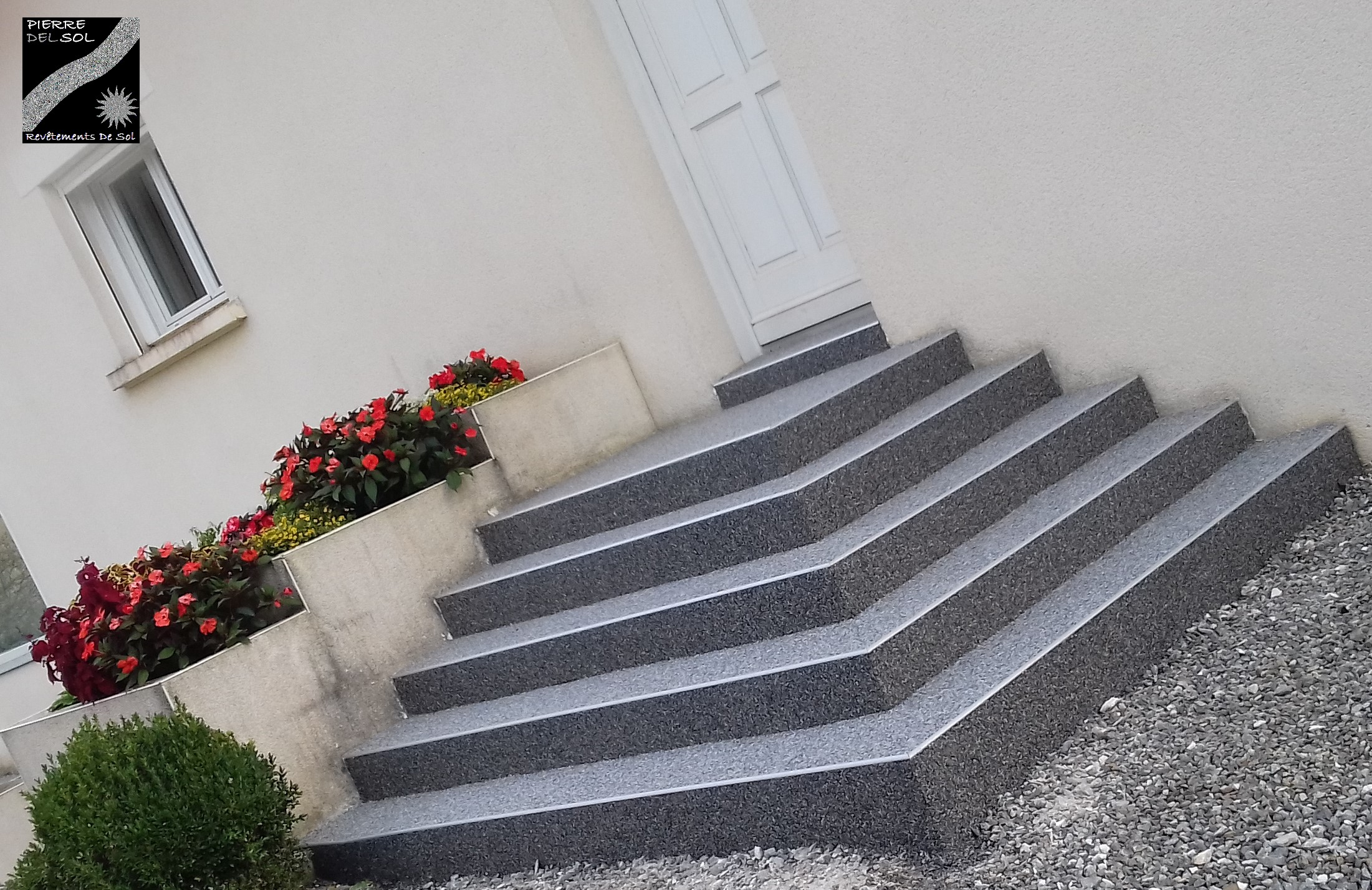 escalier devant de porte à Ger