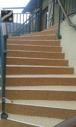 Escalier beige saumone et saumon