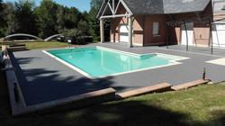 Contour de piscine gris foncé