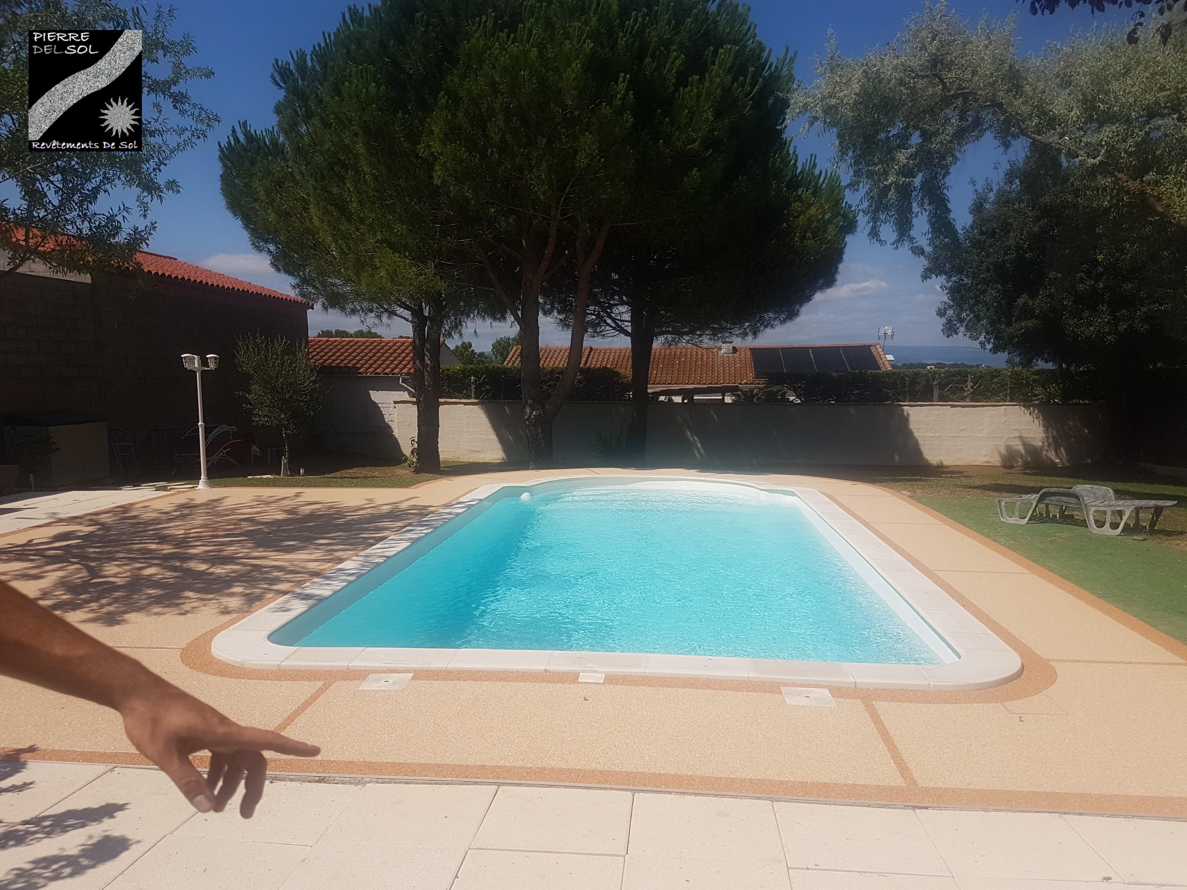 Tour de piscine à Lavalette