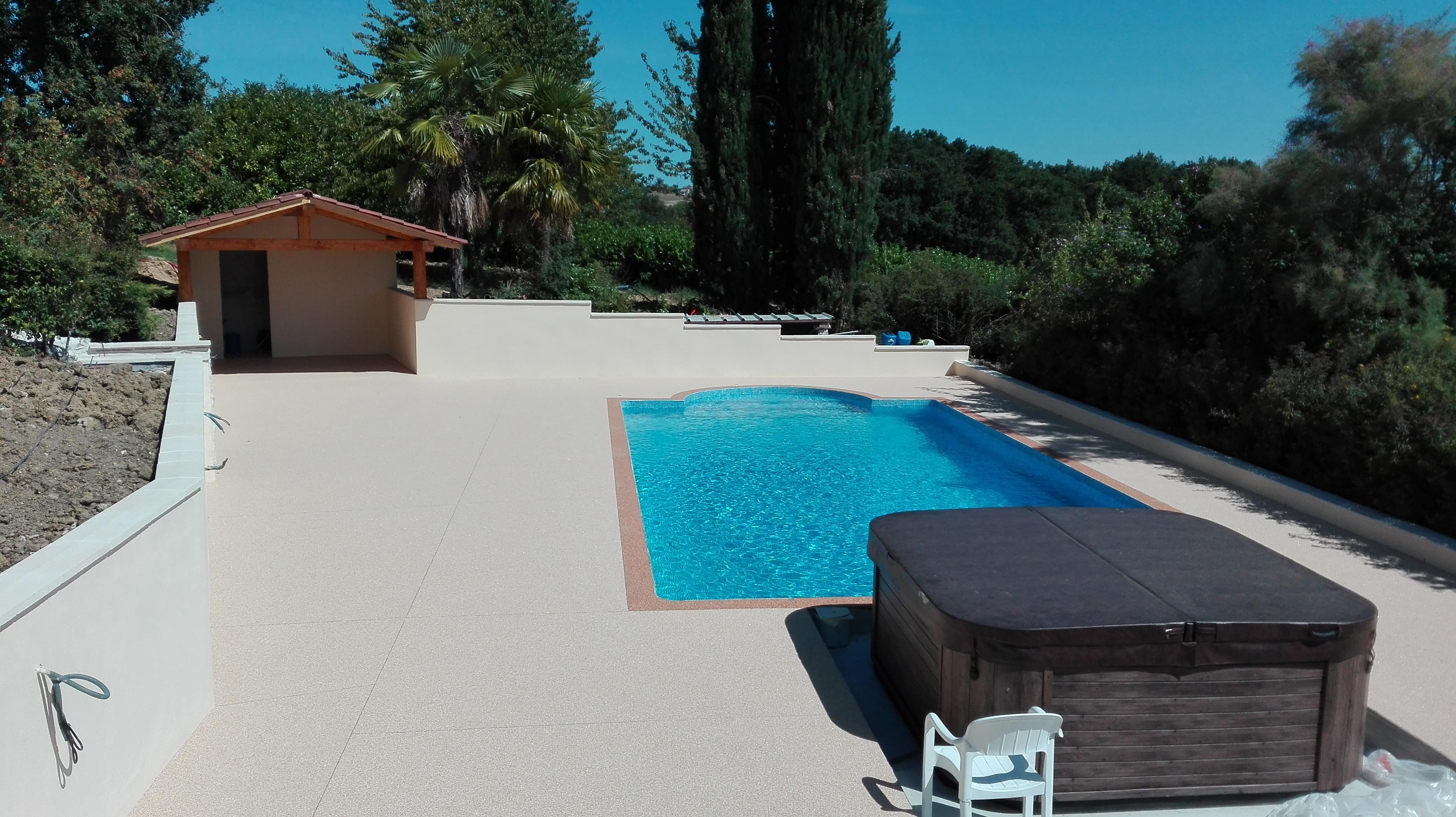 Tour de piscine beige