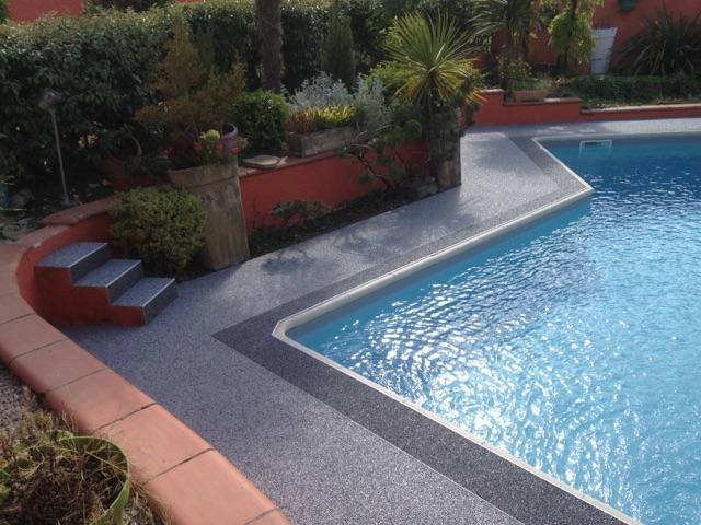 Tour de piscine à Escorneboeuf