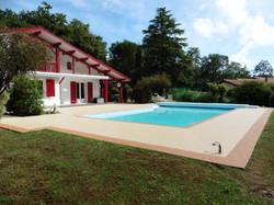 Tour de piscine Oeyreluy