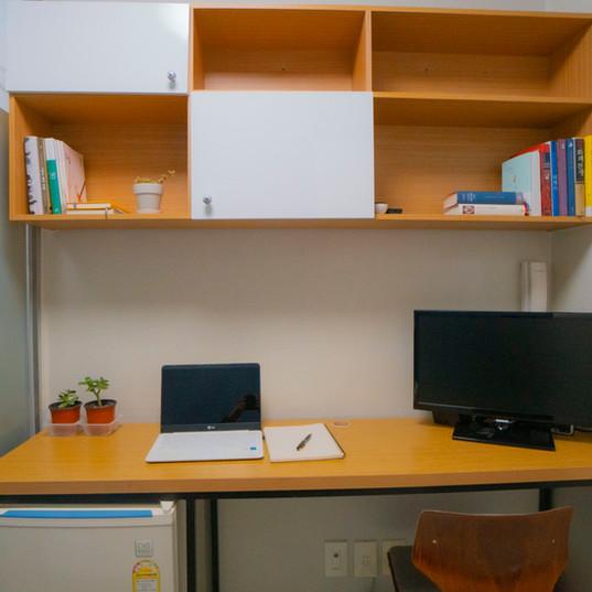 책상과 선반