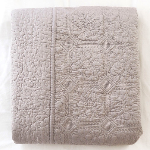 Walton & Co Taupe Victoria Quilt (Double/King)