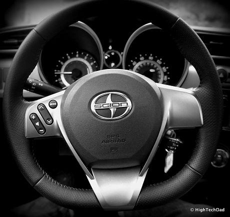 Steering_Wheel_-_2014_Scion_tC_(15666664