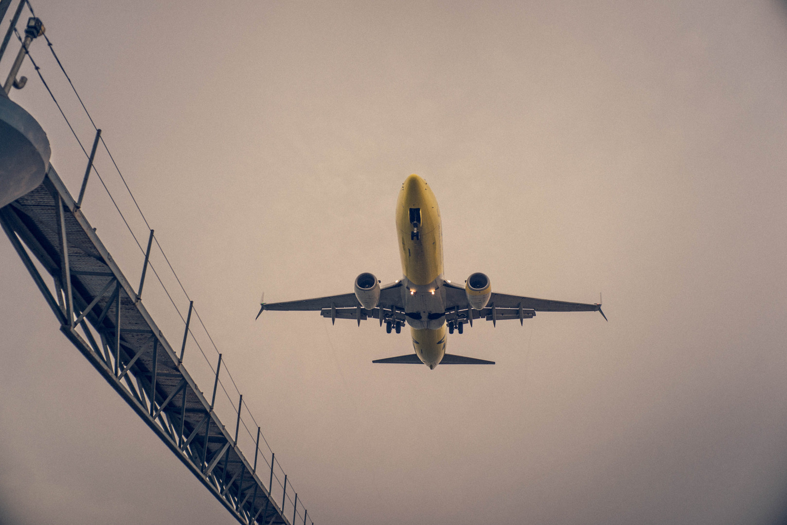 aeroplane-air-air-force-612877.jpg
