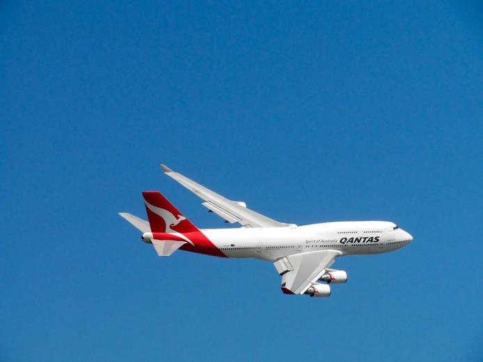 aeroplane-aircraft-airplane-113585.jpg