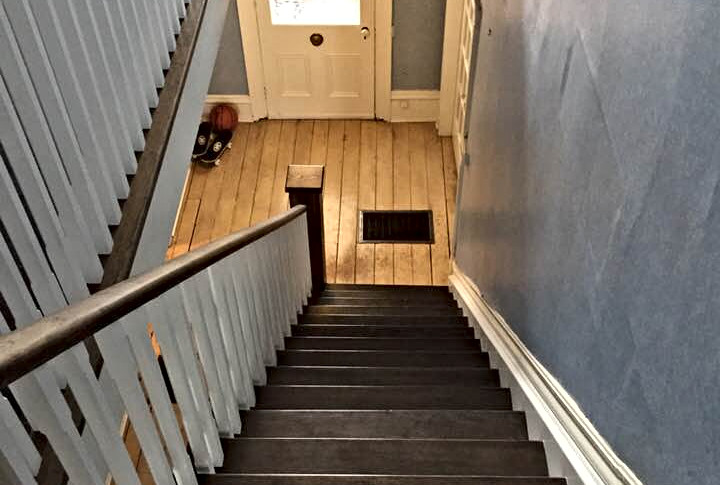 Complete staircase with railing