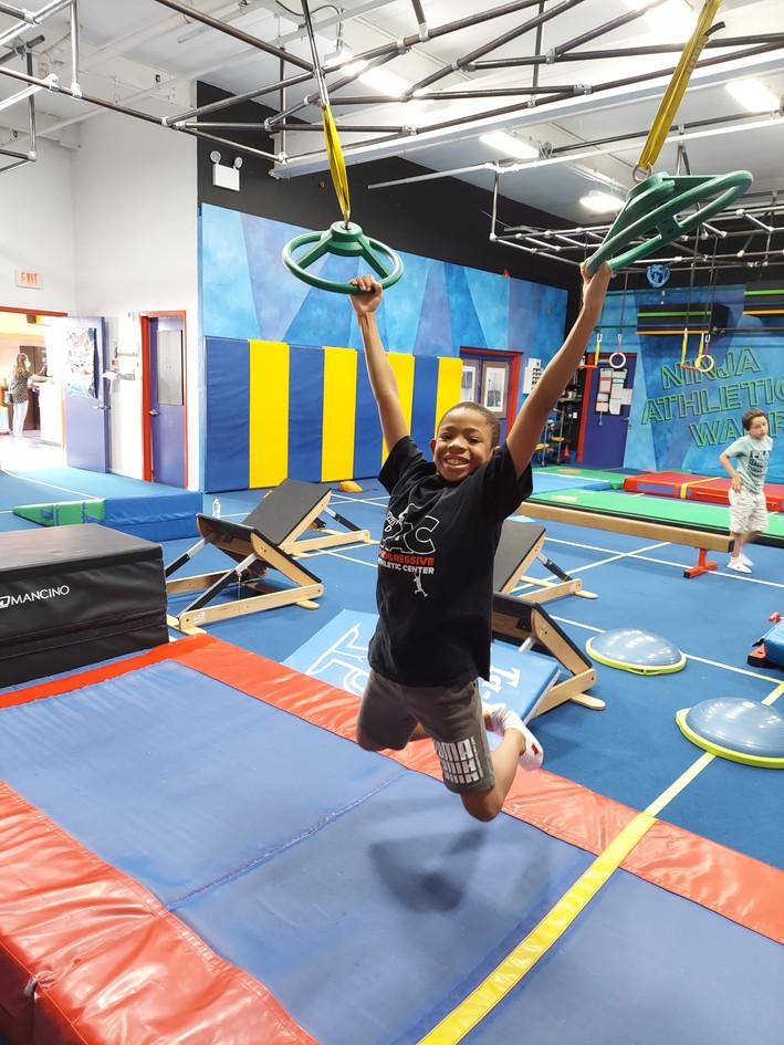 Ninja Warrior Green Wheel Hold