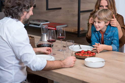 family in the kitchen cucina-famiglia-1_full