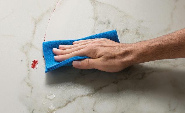 תמונה של יד מנקה משטח ספיינסטון