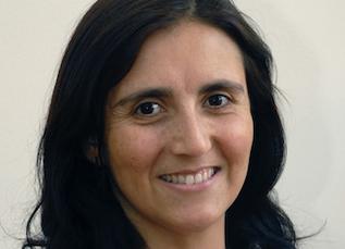Prof Karen Basfi-fer es galardonada como mejor docente 2016