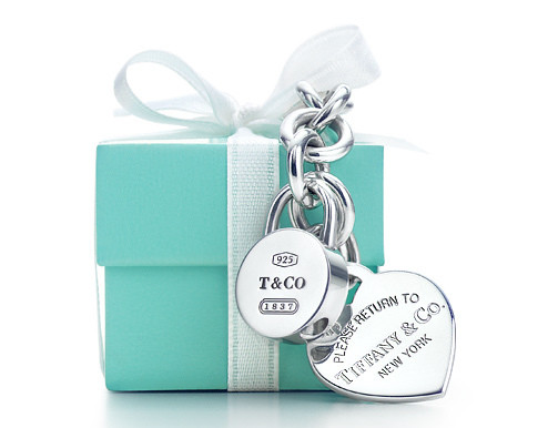 tiffanys-gift-box-how-to-celebrate-being-single