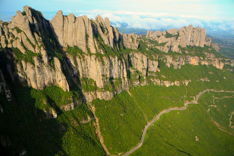Foto aèria del Massís de Montserrat