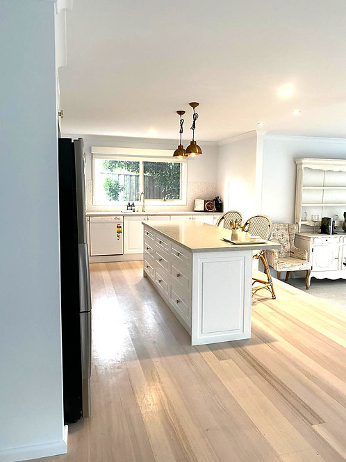 Mt Eliza - MDF Shaker Style Custom Kitchen with Luxury Range Quartz Stone Top