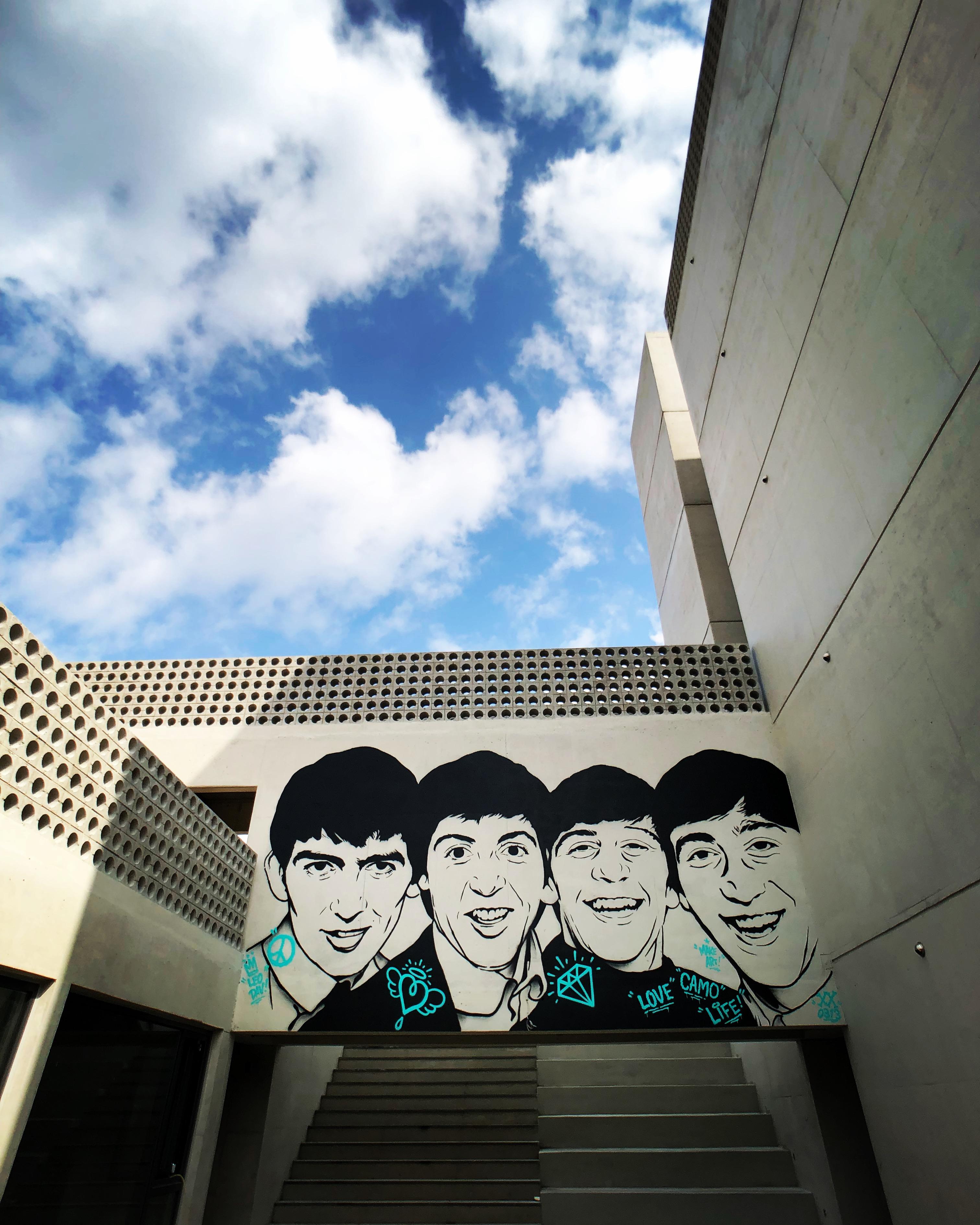 제주도 호텔 - 비틀즈 스텐실 아트.jpg