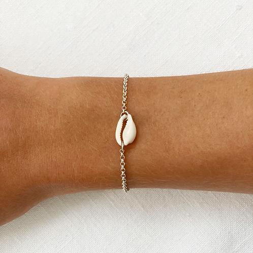 Shell chain bracelet