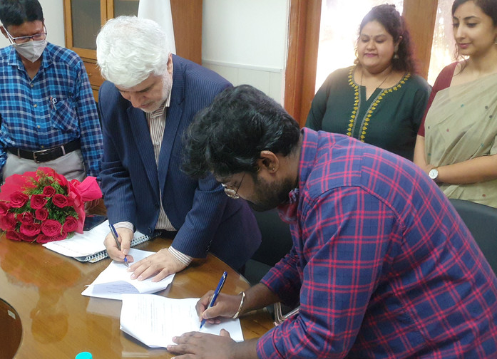 r Mohd. Ali Rabbani, Cultural Counsellor, ICH and Mr. Ashu J, President, ASSSR – Signing the Memorandum of Understanding