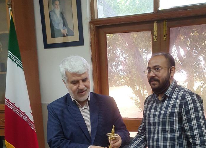 Mr. Aalok Kumar, Secretary, ASSSR presenting gift to Dr Mohd. Ali Rabbani, Cultural Counsellor, ICH
