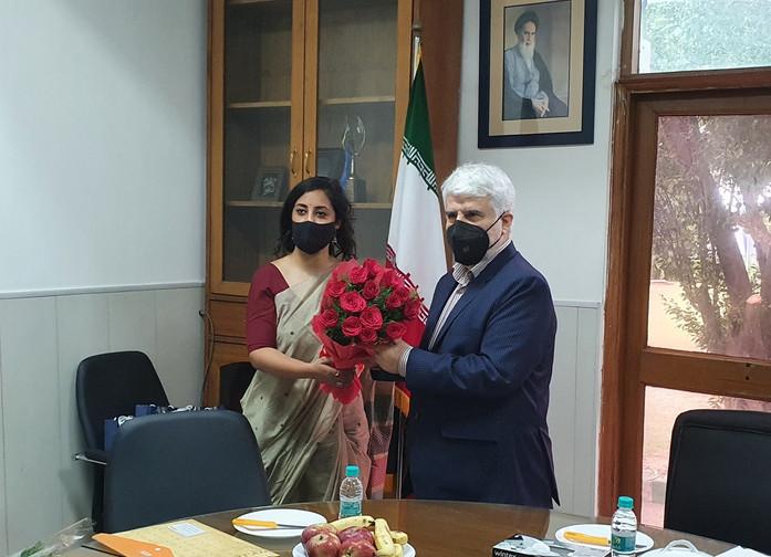 Ms. Ishani Sinha, Head, IRD presenting bouquet to Dr Mohd. Ali Rabbani, Cultural Counsellor, ICH