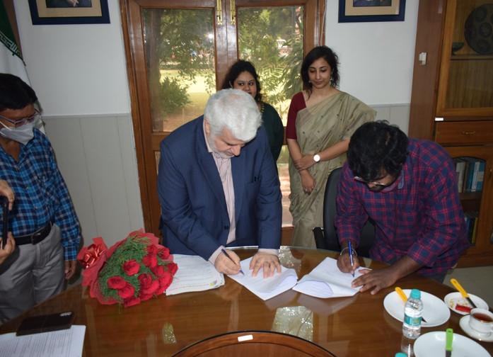 Dr Mohd. Ali Rabbani, Cultural Counsellor, ICH and Mr. Ashu J, President, ASSSR – Signing the Memorandum of Understanding