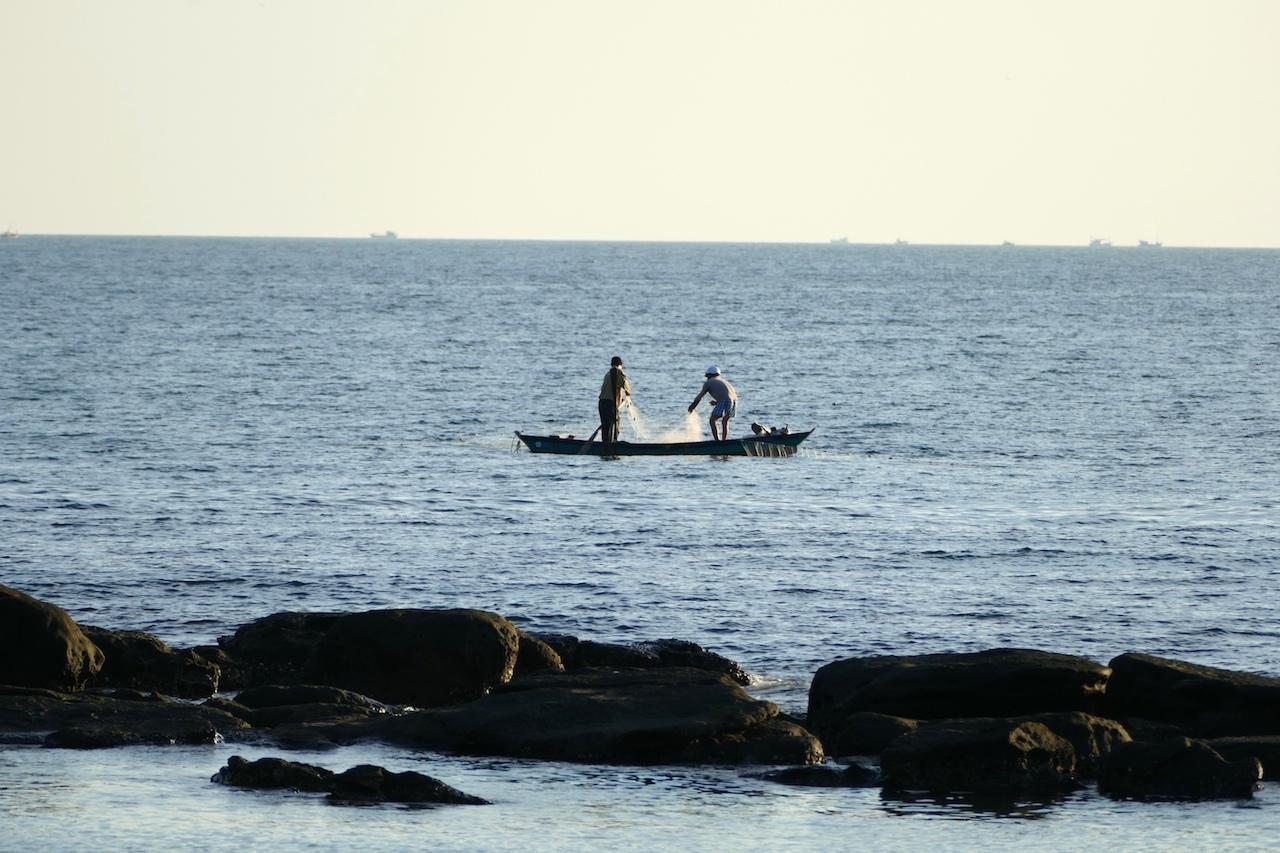 Pêcheurs devant le Mango Bay