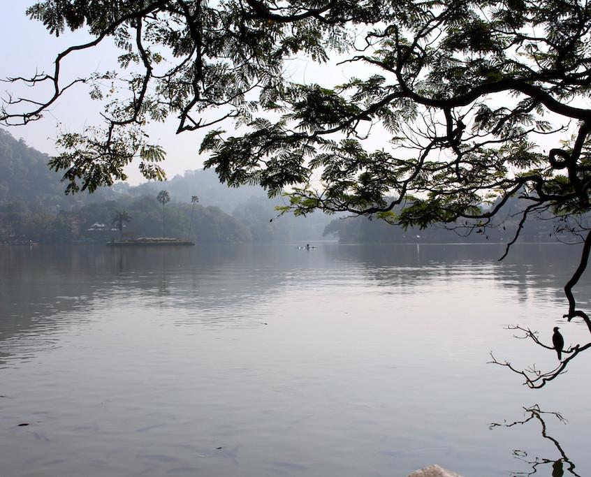 lac sur la route de Sigiriya