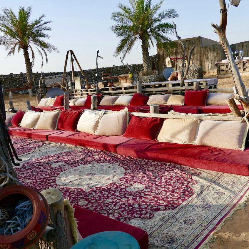 Camp Bédouin au milieu du désert