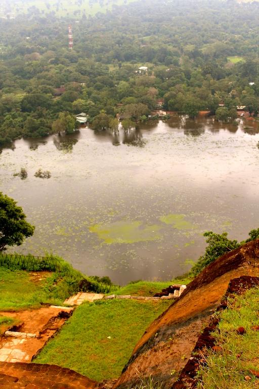 Vue du haut du rocher de Sigiriya