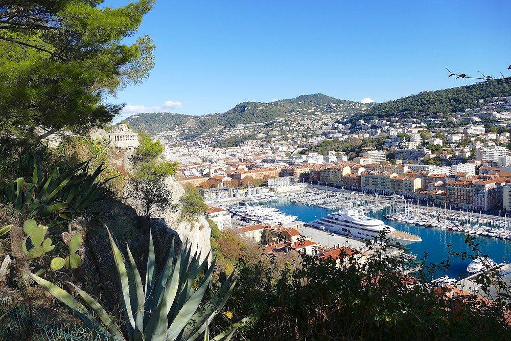 Vue du port de Nice depuis la colline du château