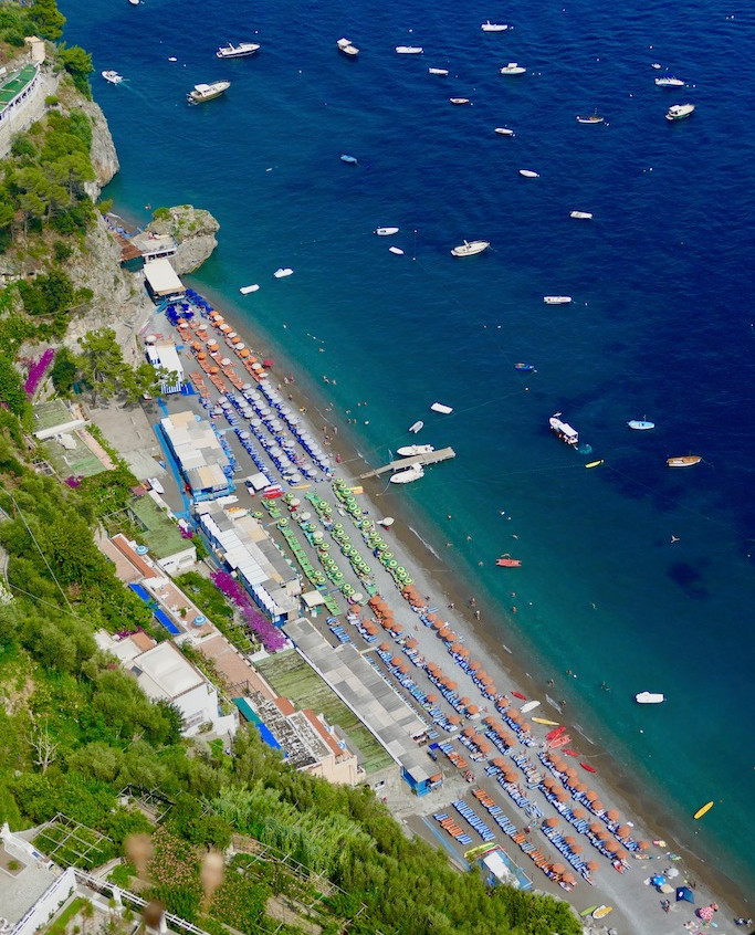Vue plongeante plage de Positano