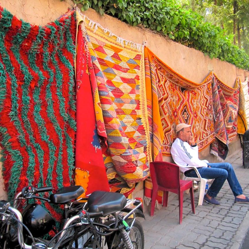 Un vendeur de tapis marocain