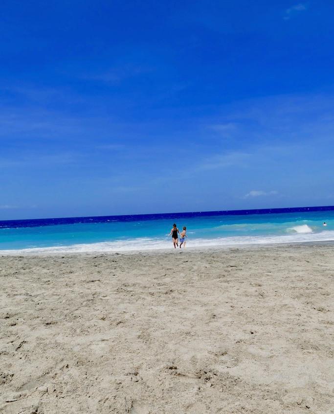 """""""white beach"""" à candidasa"""