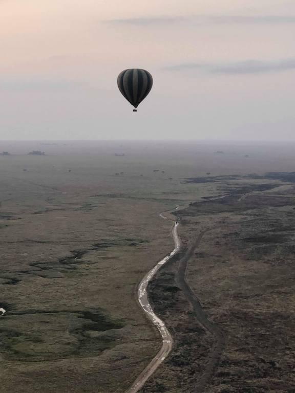 survol de la savane enmontgolfière