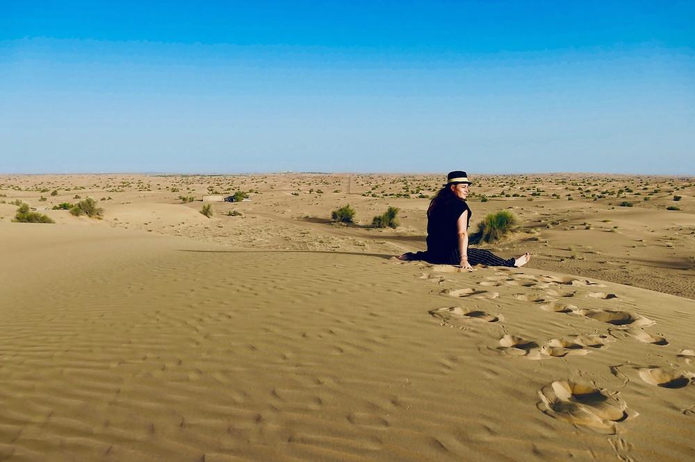 Lever du soleil dans le désert de Dubaï