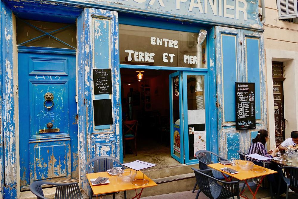 entre terre et mer dans le quartier du Panier à Marseille