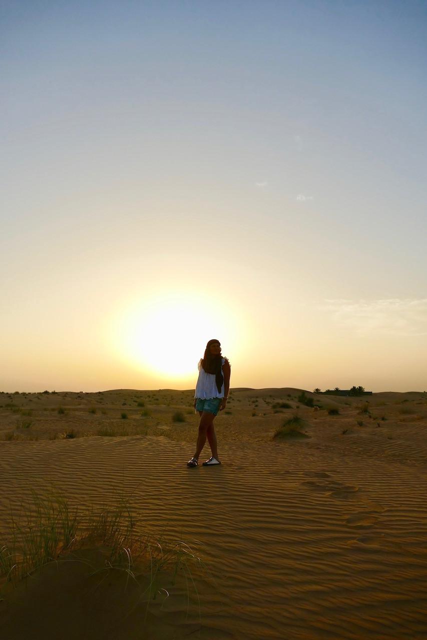 Coucher du soleil dans le désert de Dubaï