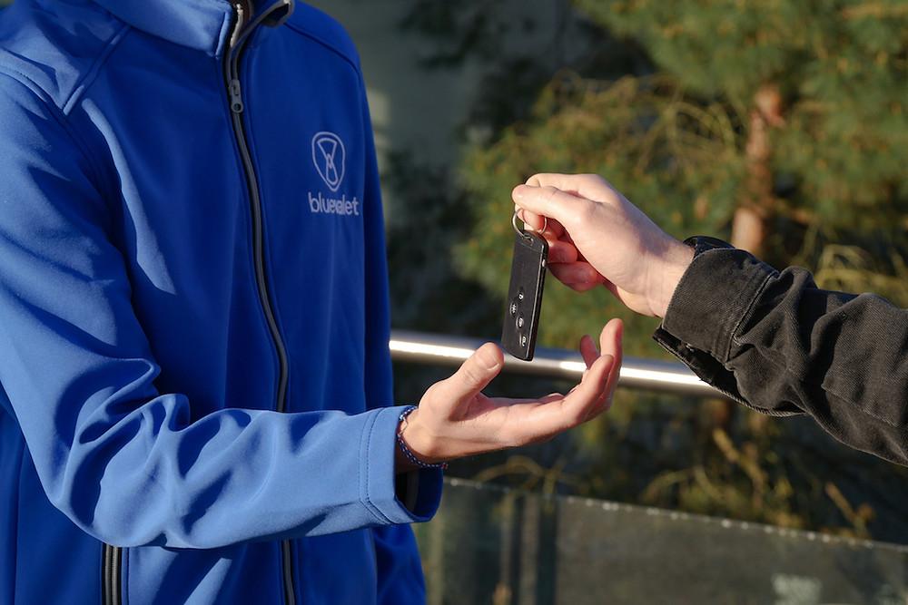 Remise des clés à votre voiturier Blue Valet