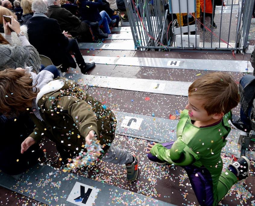 Bataille de confettis a Carnaval