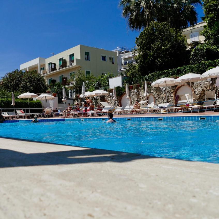 La piscine de l'hôtel Syrene