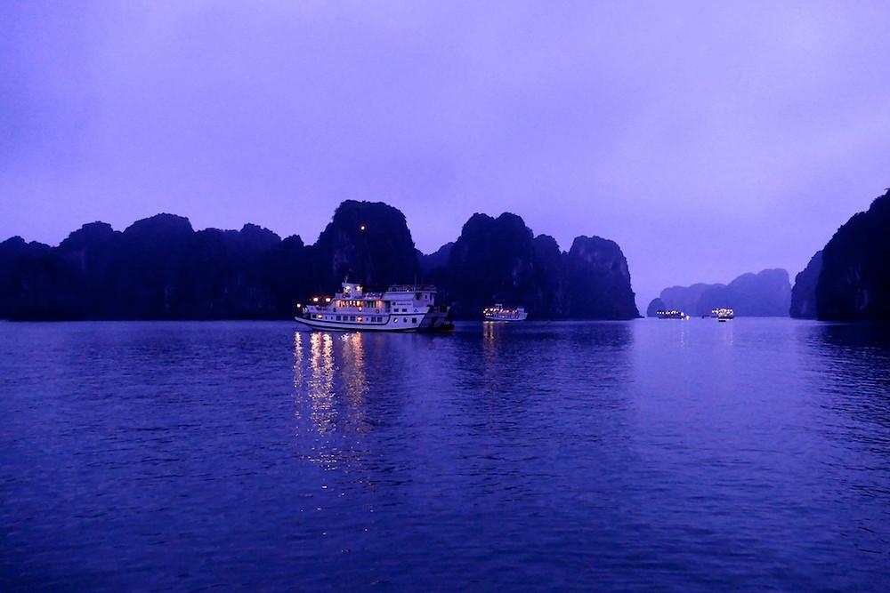 Nuit dans la baie d'Halong