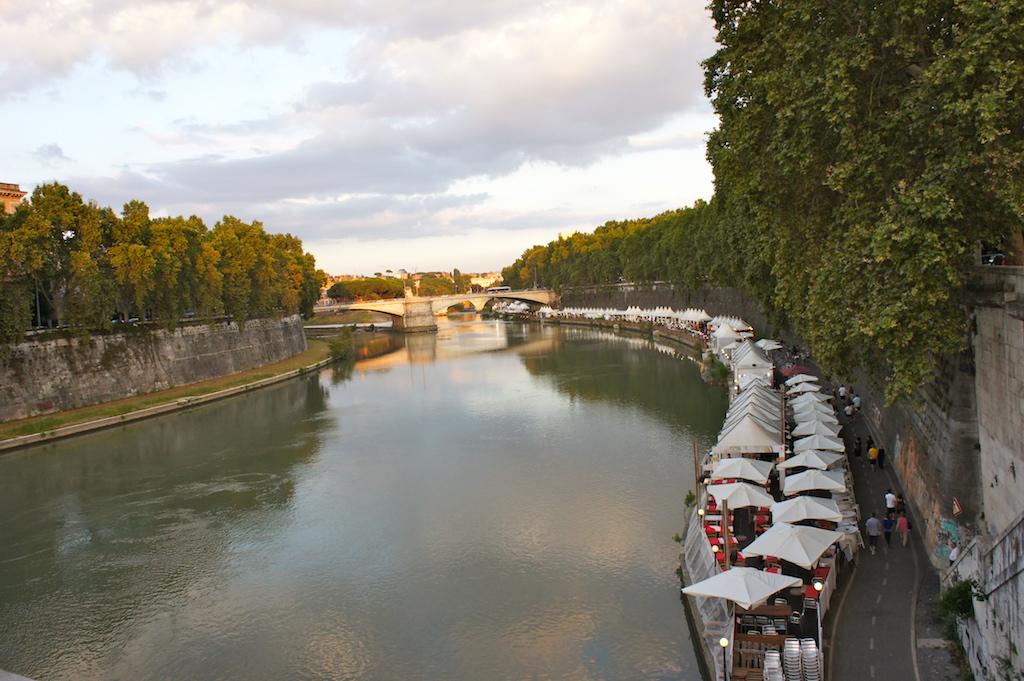 Les quais le long du Tibre à Rome
