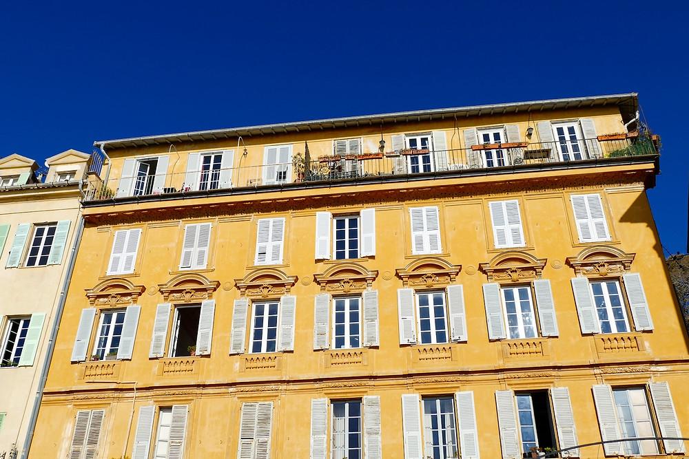 façade colorée du Vieux Nice