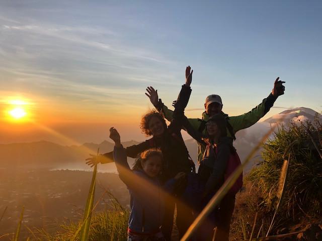 Lever de soleil sur le Mont Batur à Bali