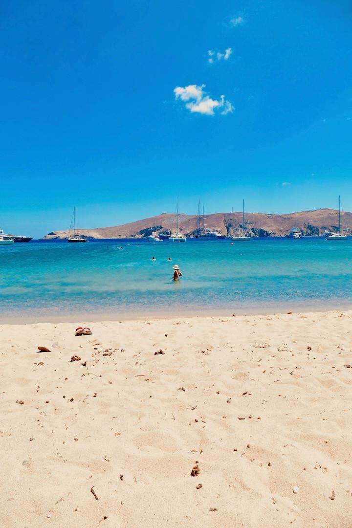 La plage de Panormos à Mykonos