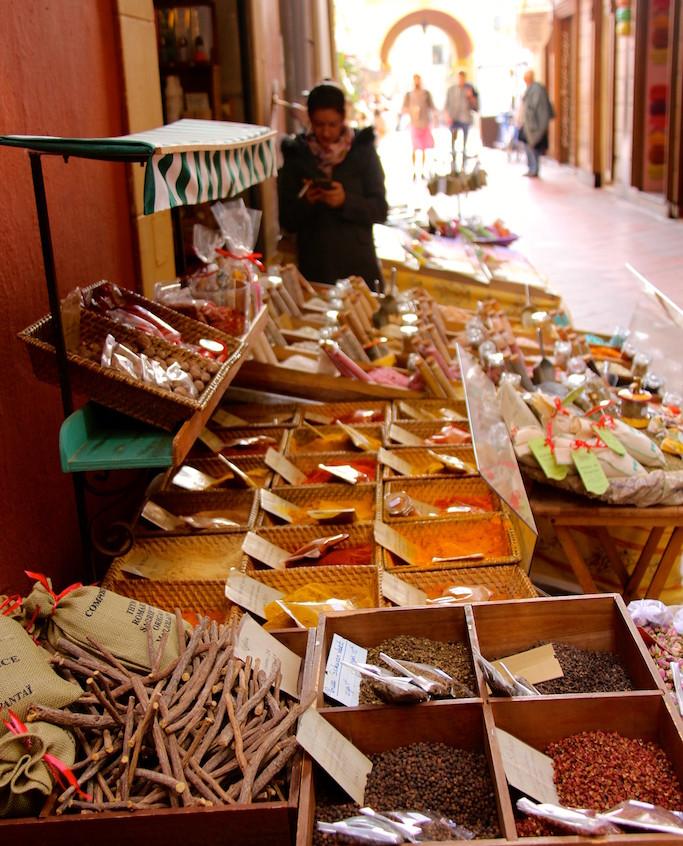 Stand d'épices dans le vieux Nice